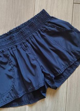 Женские темно-синие шорты с отливом