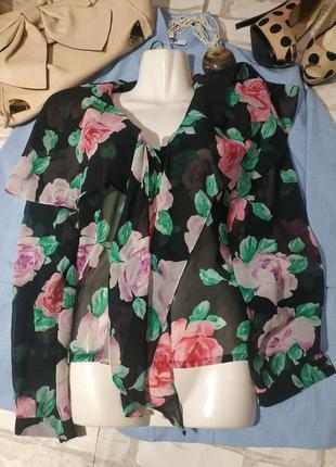 Лёгкая летящая блузочка с розочками и фигурными пуговичками ❤️