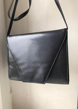 Интересная кожаная сумка с длинным ремнем