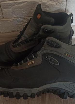 Бутси черевики vibram