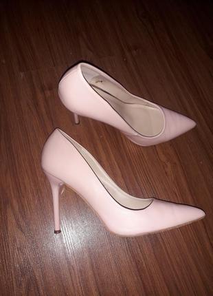 Туфли лодочки нюдовые на шпильке острый носок