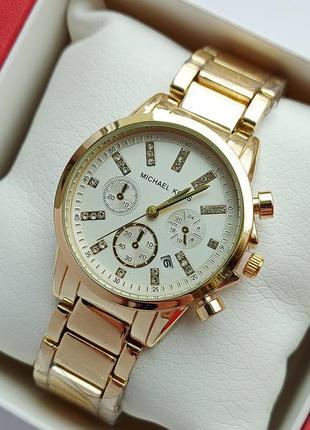 Женские наручные часы золотого цвета с белым циферблатом, каму...