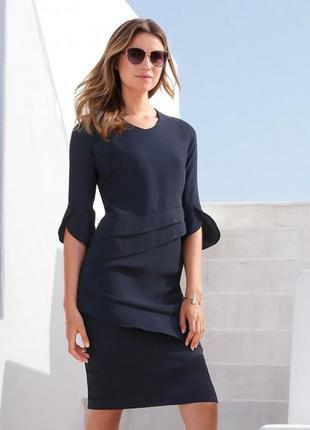 Красивое платье в офис р. 10