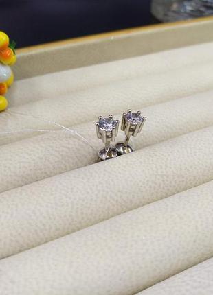 Серебряные небольшие классические серьги гвоздики пусеты с кам...