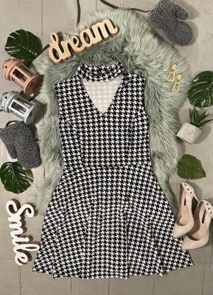 Актуальное бархатное платье с чокером в гусиную лапку №104
