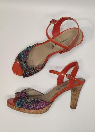Tamaris босоножки на пробковом каблуке и платформе