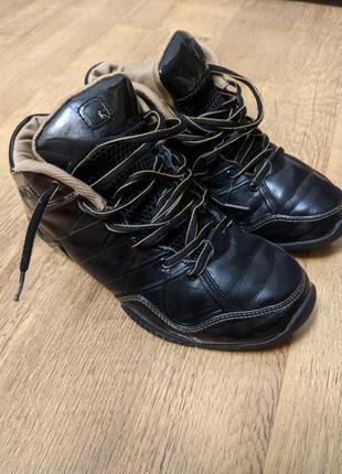 Баскетбольные кроссовки andi