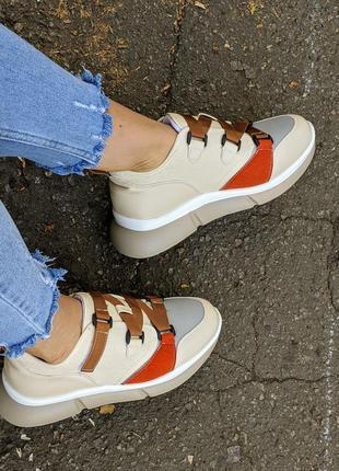 Женские осенние кроссовки