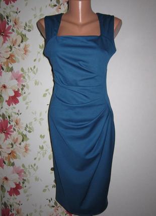 Ярко-синее приталенное платье с драпировкой