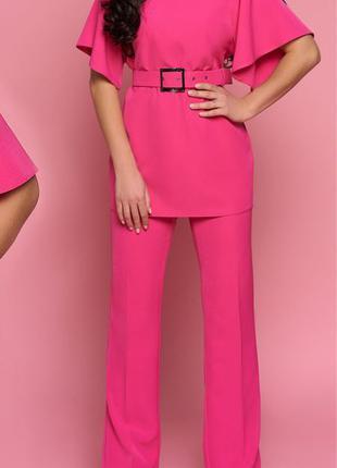 Розовый костюм с поясом