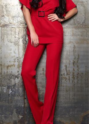 Красный костюм с поясом