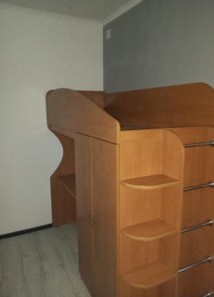 Продам кровать-чердак 3 в 1 (кровать+стол+шкаф)