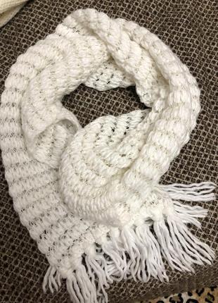 Тёплый белый шарф крупная вязка