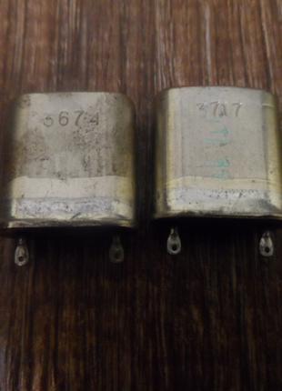 Кварцевые резонаторы 1600 кгц, 2 шт, новые