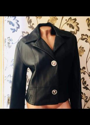 Италия почти новая кожаная куртка пиджак