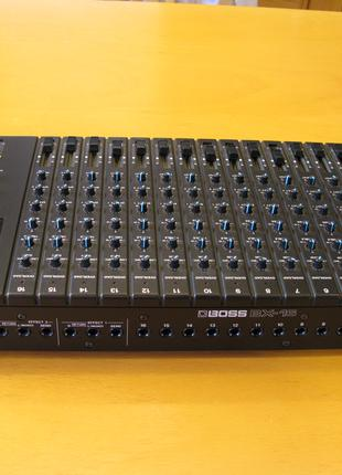 16-канальний мікшерний пульт Boss BX-16 Mixer Black