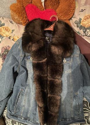 Джинсовая куртка/парка с мехом енота новая!