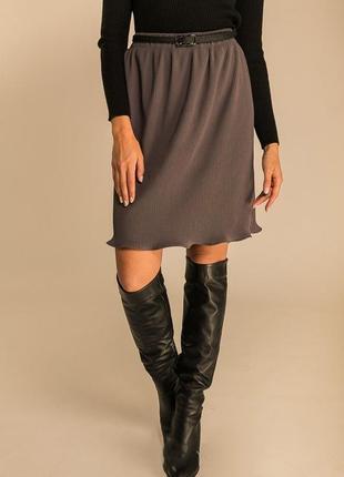 Плиссированная женская юбка по колено