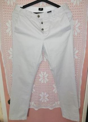 Белые мужские брюки H&M