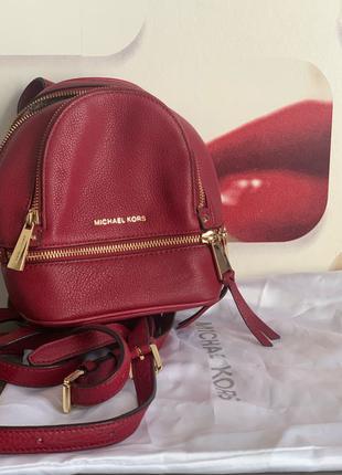 Мини-рюкзак от Michael Kors