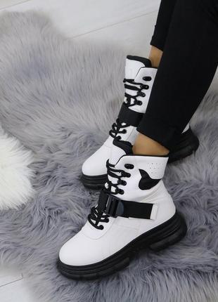 Стильные белые ботиночки новиночка