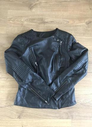 Чёрная кожаная куртка косуха Naf-Naf