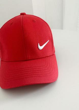 Красная кепка, женская бейсболка