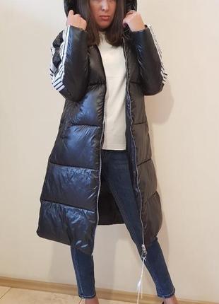 Пальто дутик черного цвета отделка лампасами
