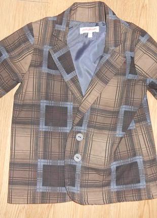 Пиджак на мальчика 3-4 года.