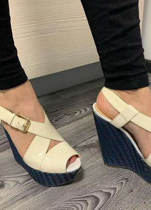 Босоніжки Guess взуття обувь босоножки