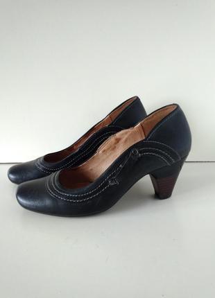 Р 6 / 39-40 26 см классические кожаные черные туфли на каблуке...