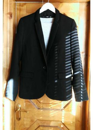 Стильный базовый черный пиджак жакет блейзер mango