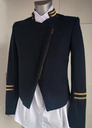 Стильный укороченный пиджак в стиле милитари от h&m