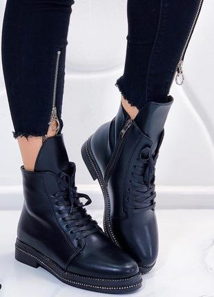 Зимние ботинки на низком каблуке, тёплые ботинки на низком ходу.