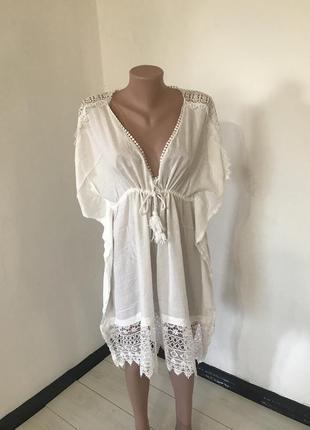 Белая блузка большого размера с кружевом