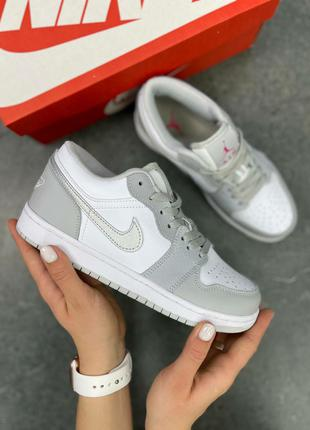 Женские кроссовки Nike Air Jordan 1 Low Gray Powdery S