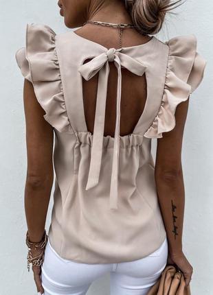 Стильная бежевая блуза блузка с рюшами и открытой спиной