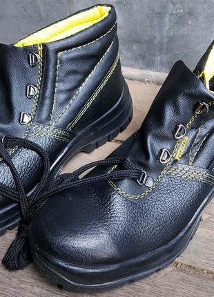 Рабочие ботинки с металлическим носком, маслостойкие.Safety shoes