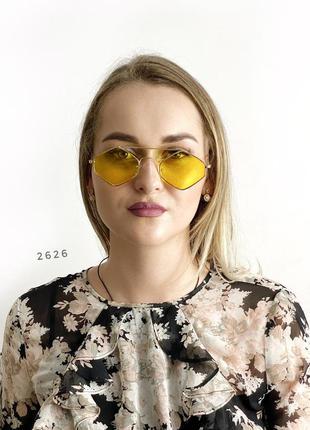 Стильні чорні сонцезахисні окуляри к. 2626