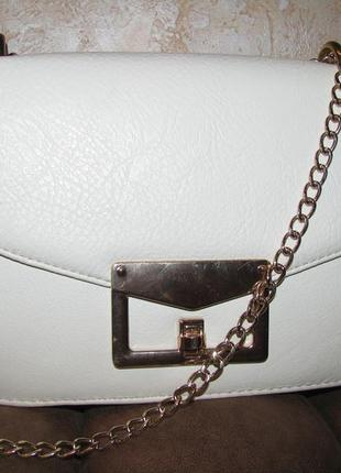 Изысканая сумка с цепочкой на лето