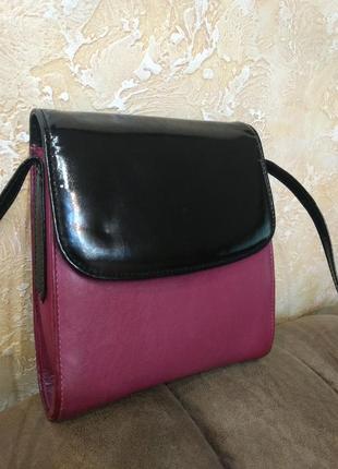 Эффектная кожаная сумка на плечо