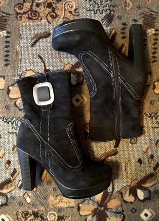 Сапоги замшевые на каблуке