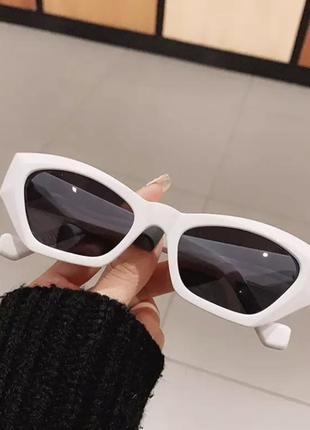 Стильные солнцезащитные очки 2021 оригинальной формы