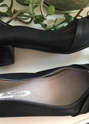 Удобные туфли на низком каблуке размер стелька 24,5см