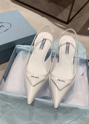 Фирменные женские кожаные туфли лодочки на низком каблуке