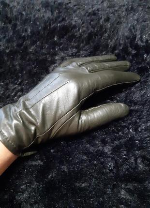 Кожаные оливковые перчатки осень-зима размер s marks&spencer