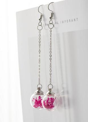 Длинные серьги с засушенными цветами в стеклянных шариках