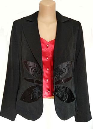 Брючный черный костюм тройка