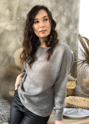 Тонкий вязаный свитер-паутинка ручной работы