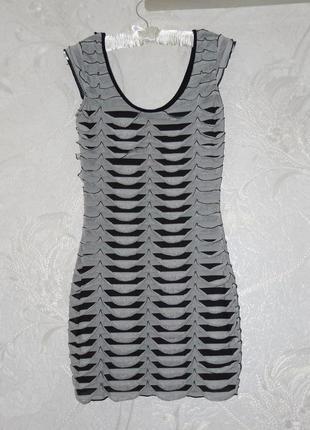 Интересное объемное маленькое платье